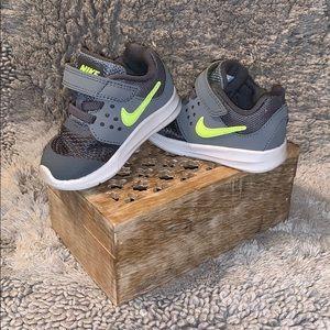 NIKE boys baby sneaker